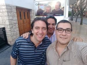 A la derecha, con anteojos y una camisa a cuadros, Matías Ottenshimer.